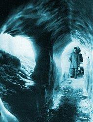 gallerienelghiaccio Il ghiacciaio della Marmolada restituisce un soldato dopo 95 anni. Video storico.