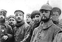 Soldati che fraternizzano durante la tregua di Natale 1914