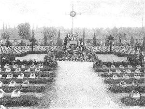 La croce luminosa del primitivo cimitero della SS. Trinità